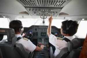 11543276-pilota-e-copilota-in-pozzetto-jet-privato