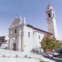 Locate di Triulzi, piazza della Vittoria chiesa